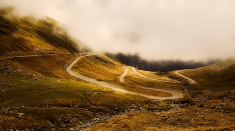 winding-road-2549472_640