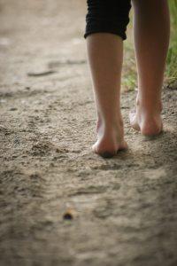 barefoot-child-feet-107773